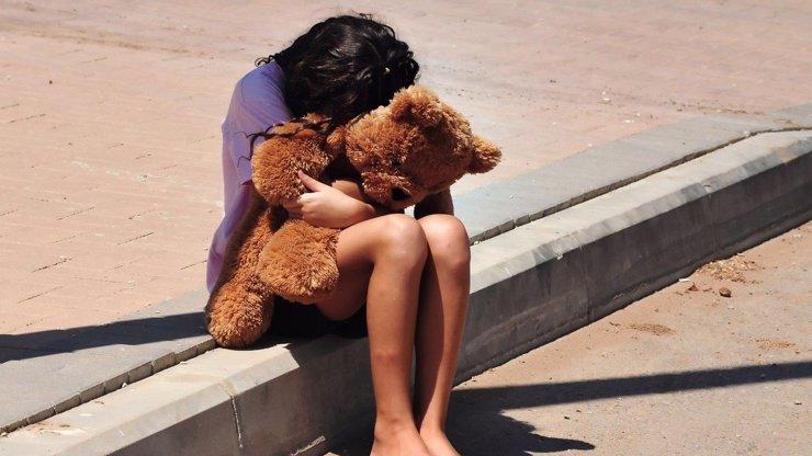 Znásilňoval dívku (4), přišel tam její otec: Pedofila umlátil holýma rukama a nedostal trest