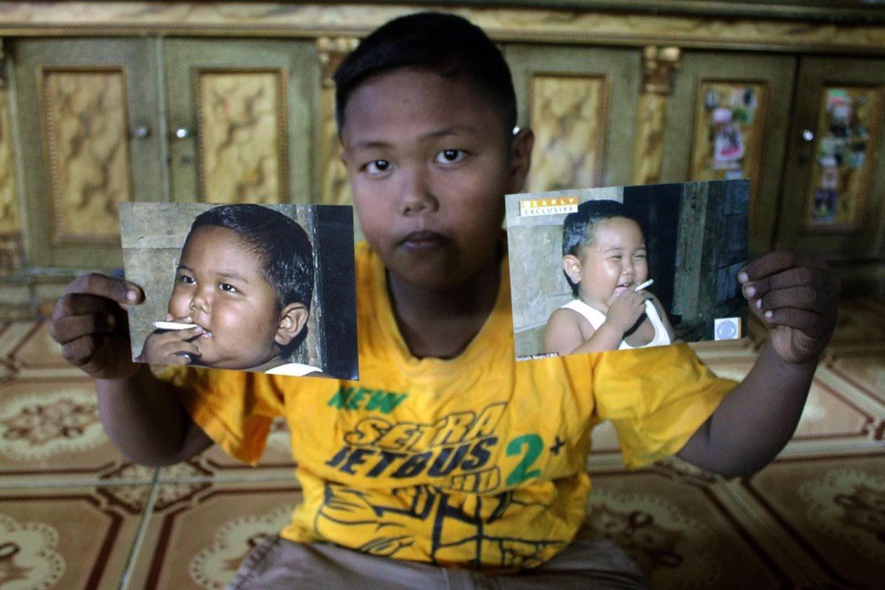 Pamatujete si na chlapečka, který kouřil ve 2 LETECH 40 CIGARET DENNĚ? Neuvěříte, jak dnes vypadá a co se s ním stalo!