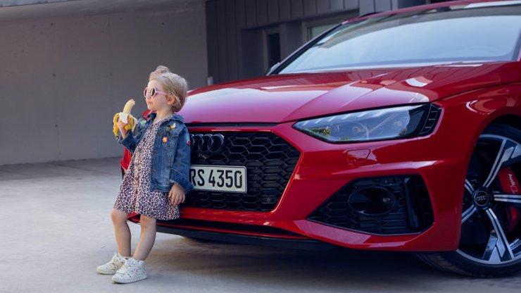 Reklama na Audi pobouřila svět. Lidem vadí malá holčička s banánem, automobilka se omluvila