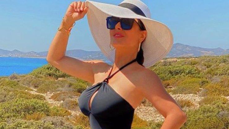 Salma Hayek (54) postla narozeninové foto v plavkách: Předvedla dokonalé křivky