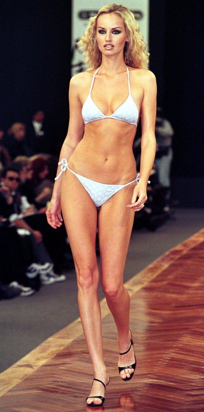 Adriana Sklenaříková se v roce 1998 zapsala jako modelka s nejdelšíma nohama na světě.