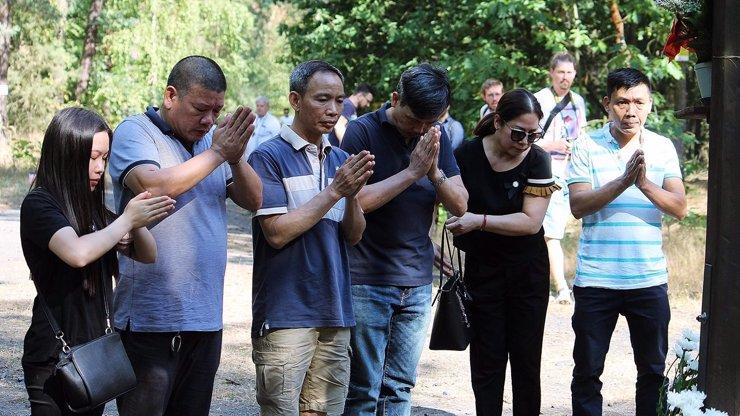 V areálu je nechtějí: Pietní chvíle za utonulé chlapce (†7) se odehrála v lesním tichu u kříže