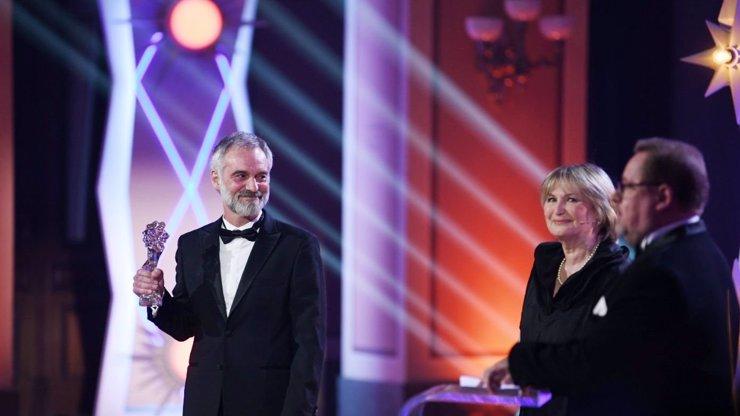 Vítězové Českých lvů 2021: Večer ovládl film Šarlatán, sošku za nejlepšího herce získal Trojan