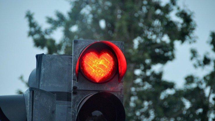 Jeďte na červenou, zahoďte předsudky! 5 důvodů, proč to dát i přes zákaz