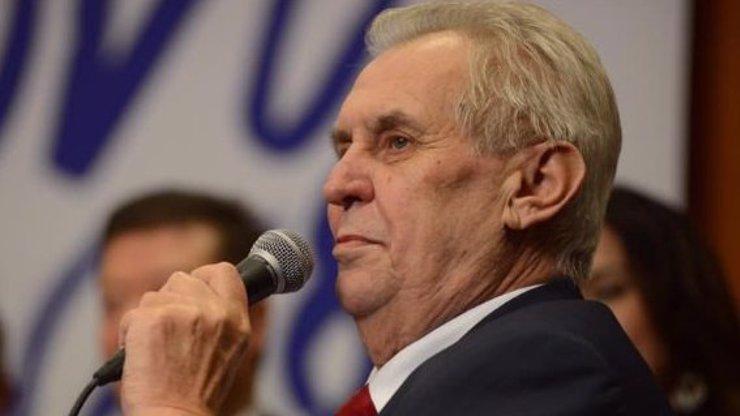 Zeman dnes složí prezidentský slib. Hejtmani podporující Drahoše byli pozváni na poslední chvíli!