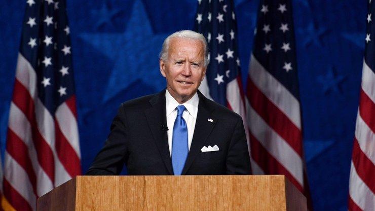 Biden mocně finišuje a vítězství má na dosah. Trump zuří, mluví o podvodu a podává žaloby