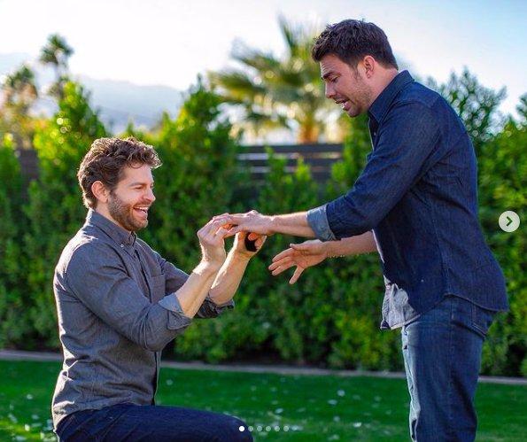Dívčí idol Jonathan Bennett se zasnoubil: Herec řekl ano lásce svého života