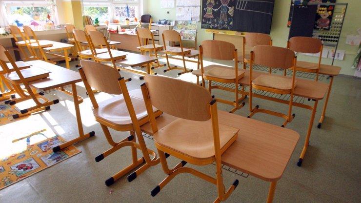Koronavirus řádí mezi pedagogy: Další školy se 1. září neotevřou
