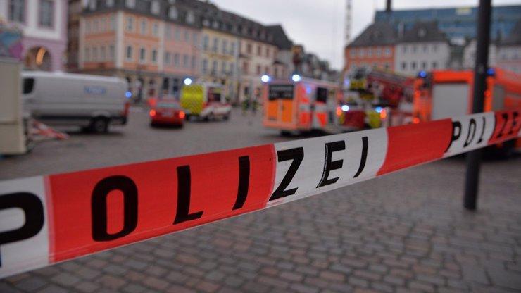 Další teroristický útok? Auto vjelo do pěší zóny. Mezi oběťmi je i dítě (†9 měs.)