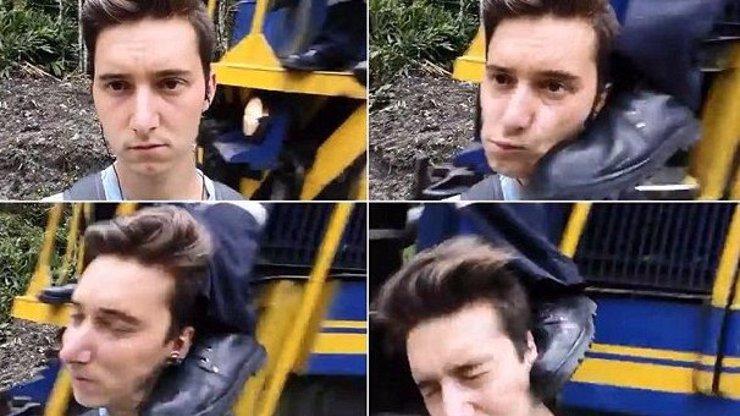 Muž si chtěl udělat selfie před projíždějícím vlakem, průvodčí ho kopl do hlavy. Je to fake?