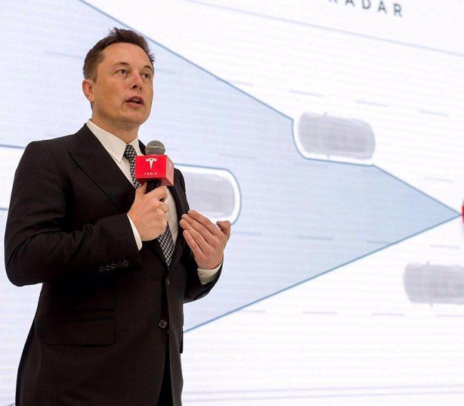 Elon Musk a zpěvačka Grimes jsou rodiči: Dítě se možná bude jmenovat jako robot