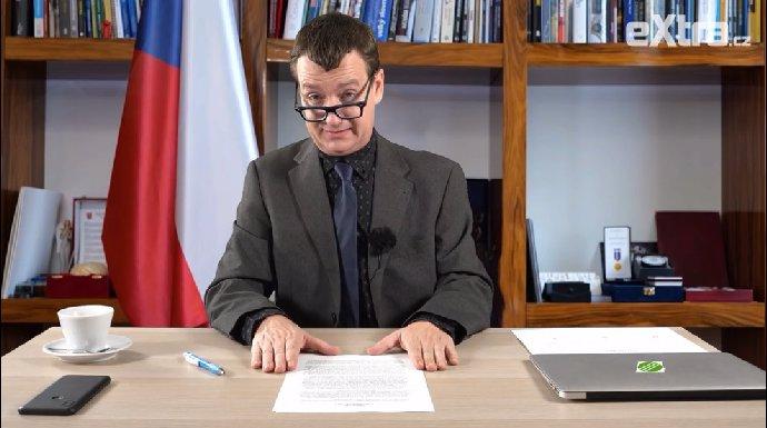Premiér v podání Petra Jablonského.