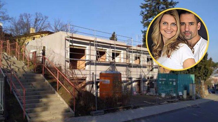 Čerstvá maminka Lucie Šafářová staví jako o život: Takhle roste její nový dům v Praze