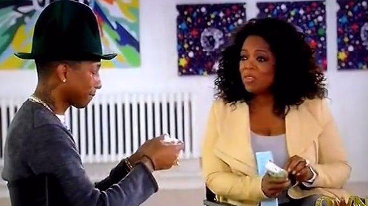 Pharrell Williams se rozbrečel jak želva v show Oprah Winfrey. Sestřih videí s písní Happy z celého světa ho totálně dojal!