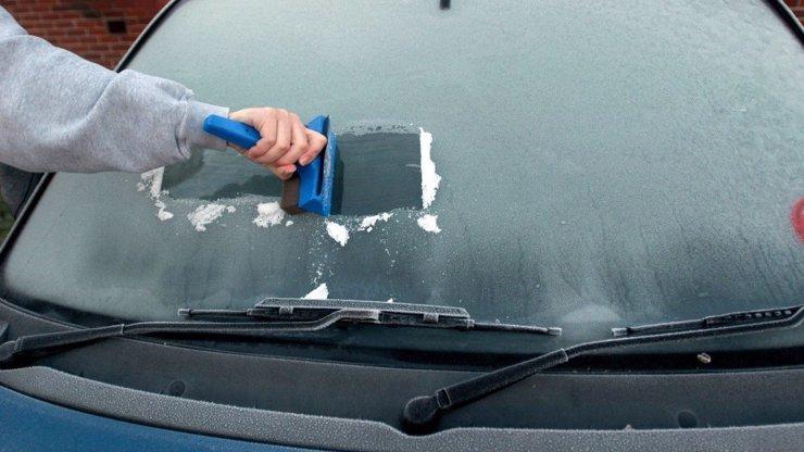 Řidiči pozor! O víkend bude na silnicích nebezpečno: Přijde mráz a déšť se sněhem