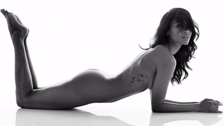 Herečka Zoe Saldana ví, jak pořádně propagovat svůj nový film. Svlékla se kvůli němu úplně do naha!