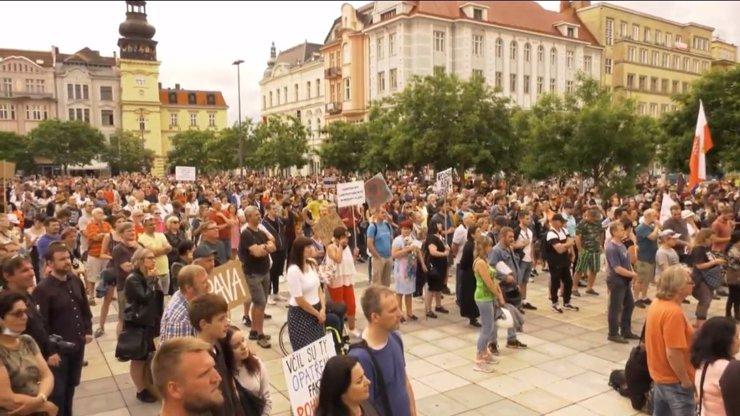 Demonstrace v Ostravě sílí: Ať Adam Vojtěch odstoupí z funkce, dožadují se lidé