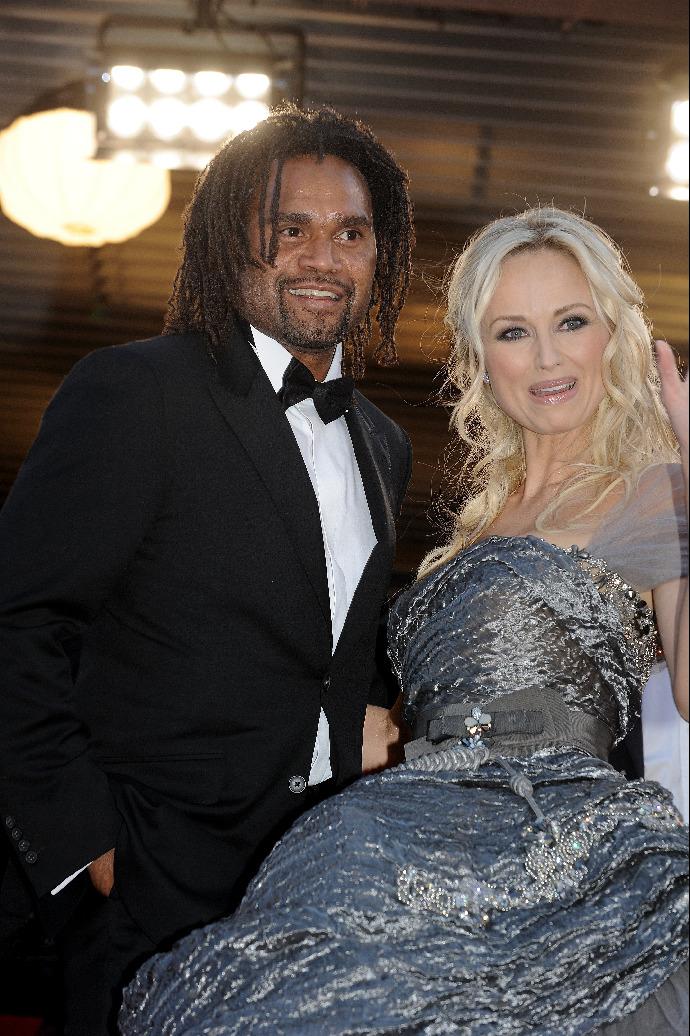 Adriana Sklenaříková na archivním snímku se svým prvním manželem, bývalým fotbalovým reprezentantem Christianem Karambeu.
