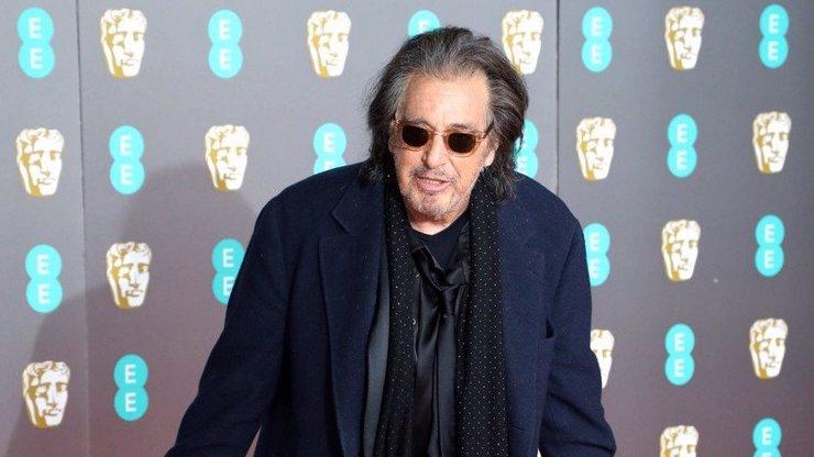 Al Pacino je pořádný škrt, stěžuje si jeho bývalka. V mládí se nechal vydržovat od starší dámy