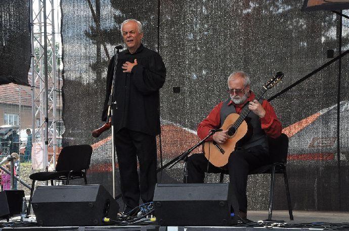 Alfred Strejček (na snímku vlevo) je nejen herec ale i hudebník.