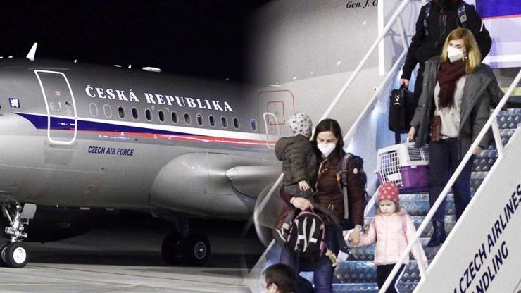 Smutný návrat do vlasti: Vyhoštění Češi přiletěli zpět z Ruska s dětmi i zvířátky