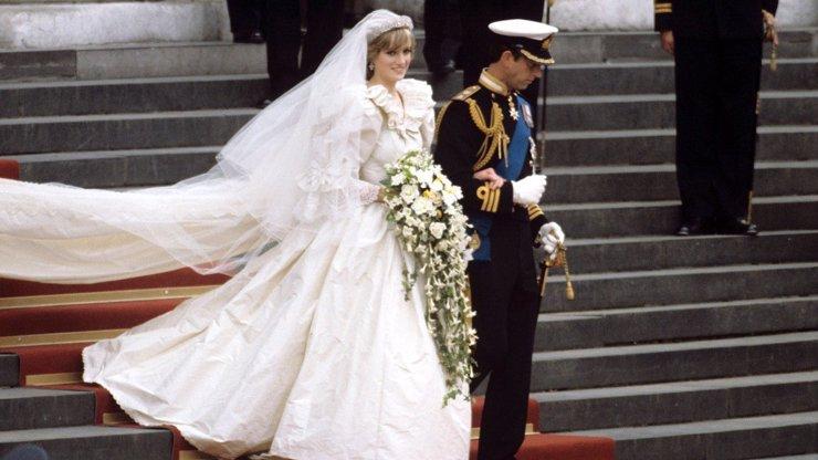 Uplynulo 40 let od velkolepé svatby Diany a prince Charlese. Na první pohled pohádka, v soukromí pláč a slzy