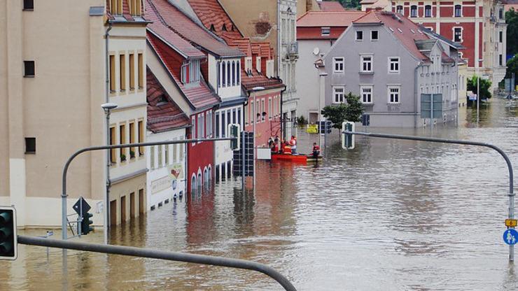 Bouřky se prohnaly Českem: Nejméně dva mrtví, hrozí extrémně povodně