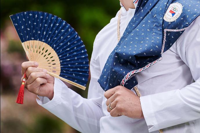 Outfit olympioniků rozdělil Česko: Oblečení do sklípku nebo úcta k tradici