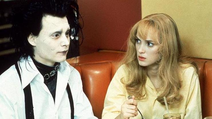 Johnny Depp ve filmu Střihoruký Edward po boku Winony Ryder.