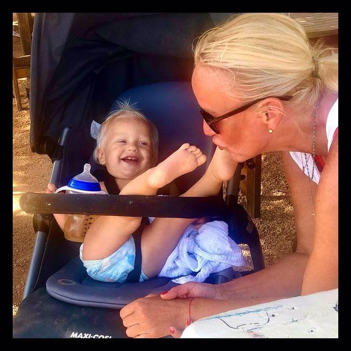 Vendula Pizingerová během mateřství září: Pepíček roste jako z vody, první krůčky a úsměv od ucha k uchu