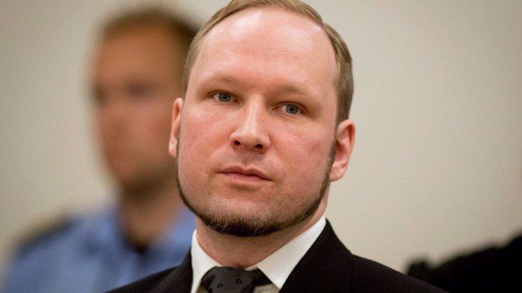 10 let od otřesného masakru: Anders Breivik se má ve vězení jako pán