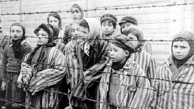 Stoletý dozorce koncentračního tábora jde před soud: Čelí napomáhání při vraždě 3500 lidí