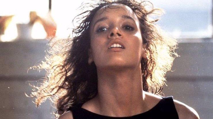 Příběh o svůdné svářečce: 7 zajímavostí o Flashdance, které jste možná nevěděli