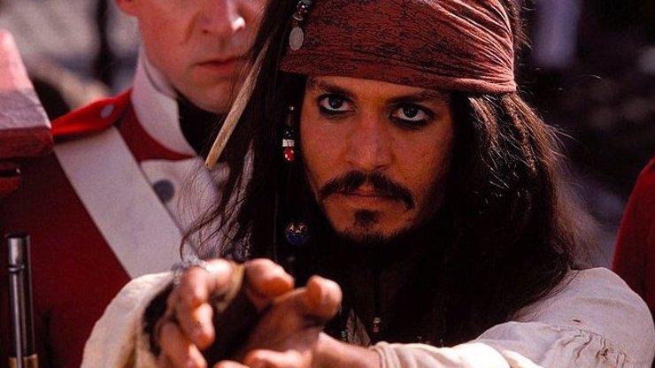 9 zajímavostí o filmu Piráti z Karibiku: Prokletí Černé perly. Hlavní hvězda málem nestihla casting