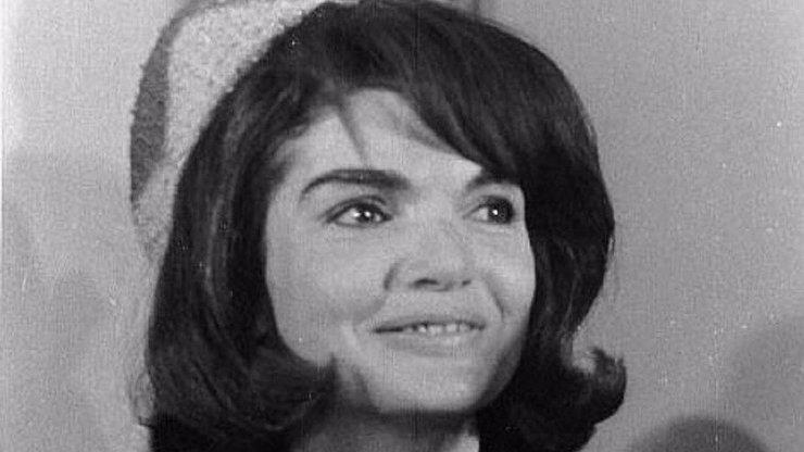 Kráska se smutným osudem: Jackie Kennedy přišla o dvě děti. Manžel jí zemřel v náručí