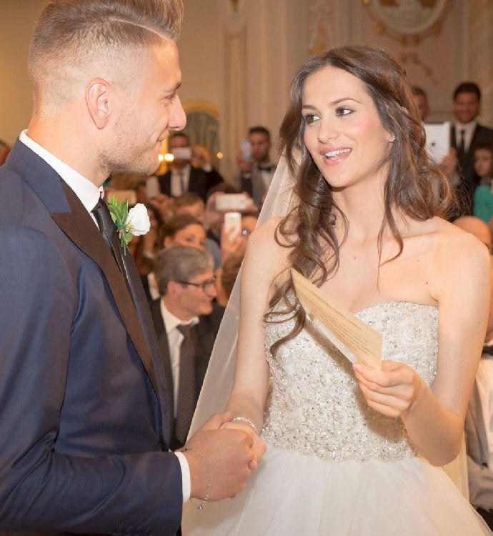 Na italského střelce Immobile dohlíží uhrančivá kráska: Jessica má odzbrojující dekolt