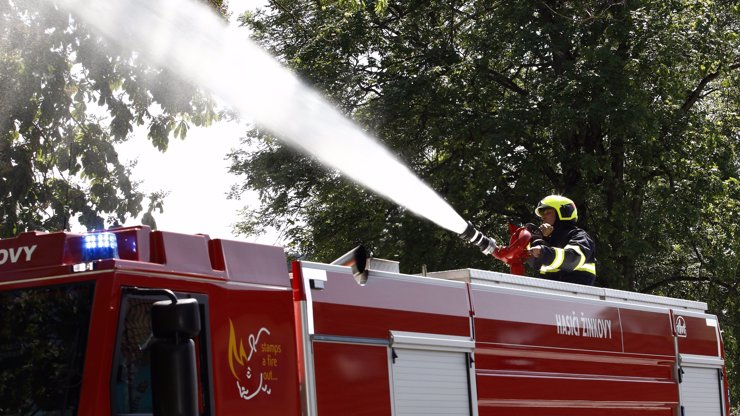 V Praze hořela spalovna: Kouř byl vidět z velké dálky, škody jsou za stovky milionů