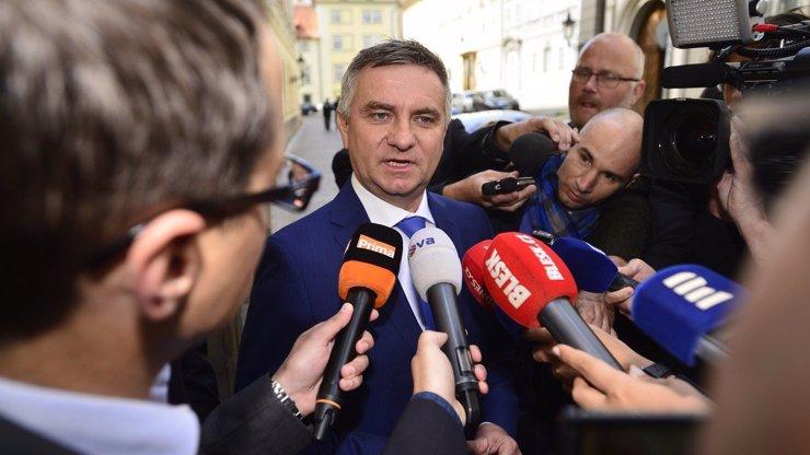 Kancléř Mynář promluvil o stavu prezidenta: Skoupé informace i útok na předsedu Senátu