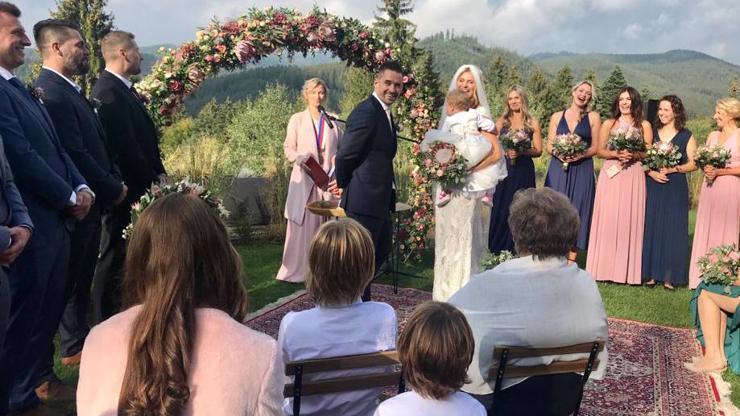 Unikátní foto ze svatby Tomáše Plekance a Lucie Šafářové: Zamilované úsměvy a všechny tři děti
