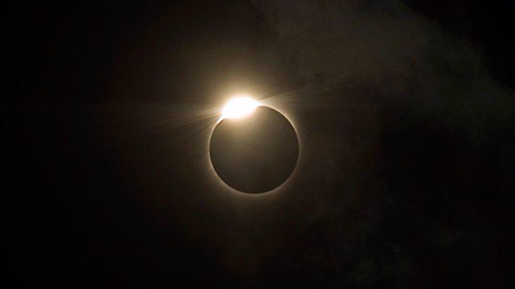 Fascinující úkaz: Obří superúplněk a zatmění Měsíce prověří sílu vaší karmy