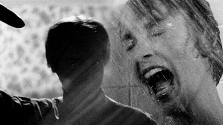 Herečka z Psycha zemřela na plátně i v realitě: Nadšený fanoušek ji ubodal ve sprše