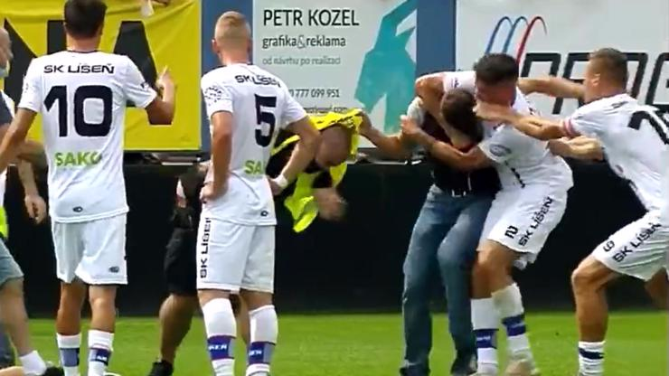 Video: Fotbalista Jan Silný skolil chuligána