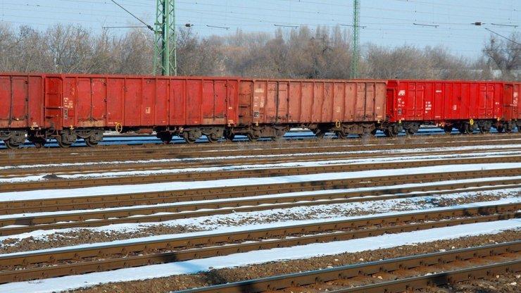 Další nehoda na železnici: Vykolejený vlak zablokoval trať z Ústí nad Labem do Prahy