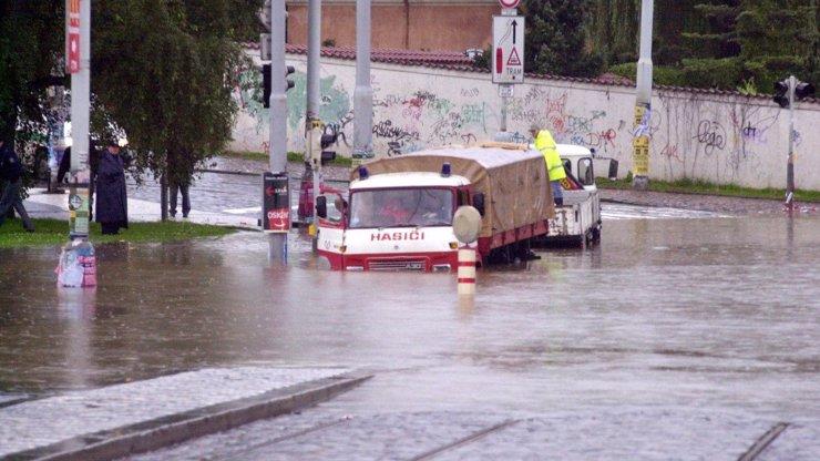 Do Česka se ženou další silné bouřky a lijáky! V těchto krajích hrozí extrémní nebezpečí záplav