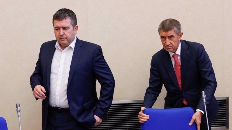 Vláda u voličů naprosto propadla: Podle průzkumu jí věří pouhá čtvrtina Čechů