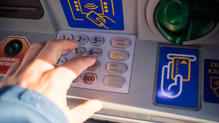 Automat na zlato v Praze: Češi si mohou jako první na světě vybírat drahý kov