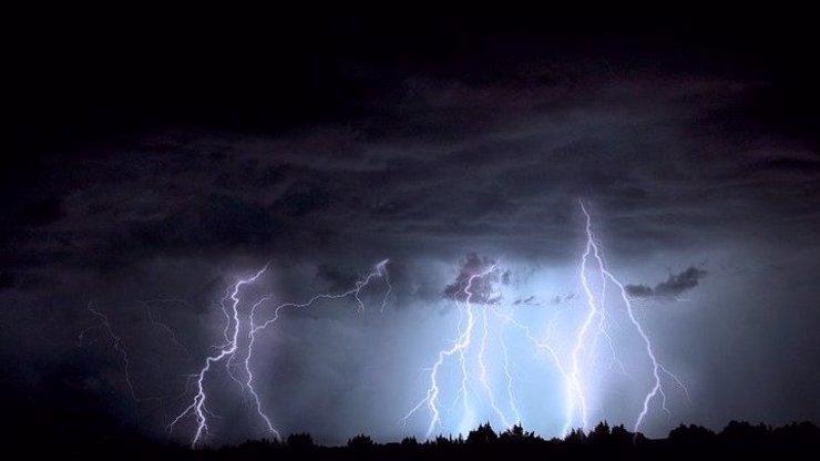 Moravou se opět přehnaly děsivé bouřky. Ještě se jich nezbavíme, varují meteorologové