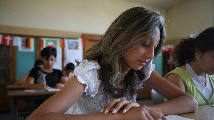 Povinná výuka ctnosti ve škole: V Polsku zavedou pro holky morální čistotu