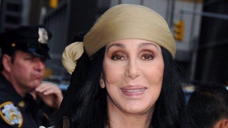 Královna plastik Cher prožila peklo: Vyhrožoval, že jestli vydám hlásku, zabije mě