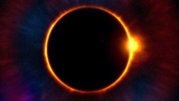 Mimořádný úkaz po dlouhých šesti letech: Novoluní i částečné zatmění Slunce